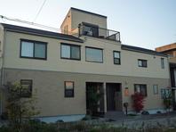 住宅密集地に建つ敷地20坪の家