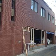 街中の密集地の建つ、鉄骨造2階建ての改修工事...内部の下地を工事中です。