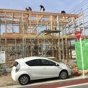 街中に建つ3人家族の家...4月9日大安に上棟式を行いました。